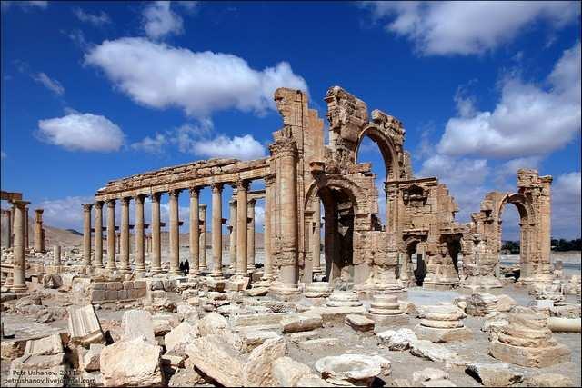 Боевики ИГИЛ разрушили античную Триумфальную арку в сирийской Пальмире | Русская весна