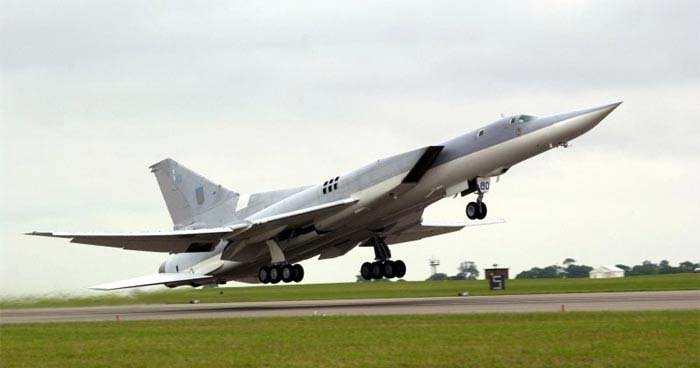 «Дождь из бомб»: дальний бомбардировщик Ту-22М3наносит удар пообъектам ИГИЛ вСирии (ВИДЕО) | Русская весна