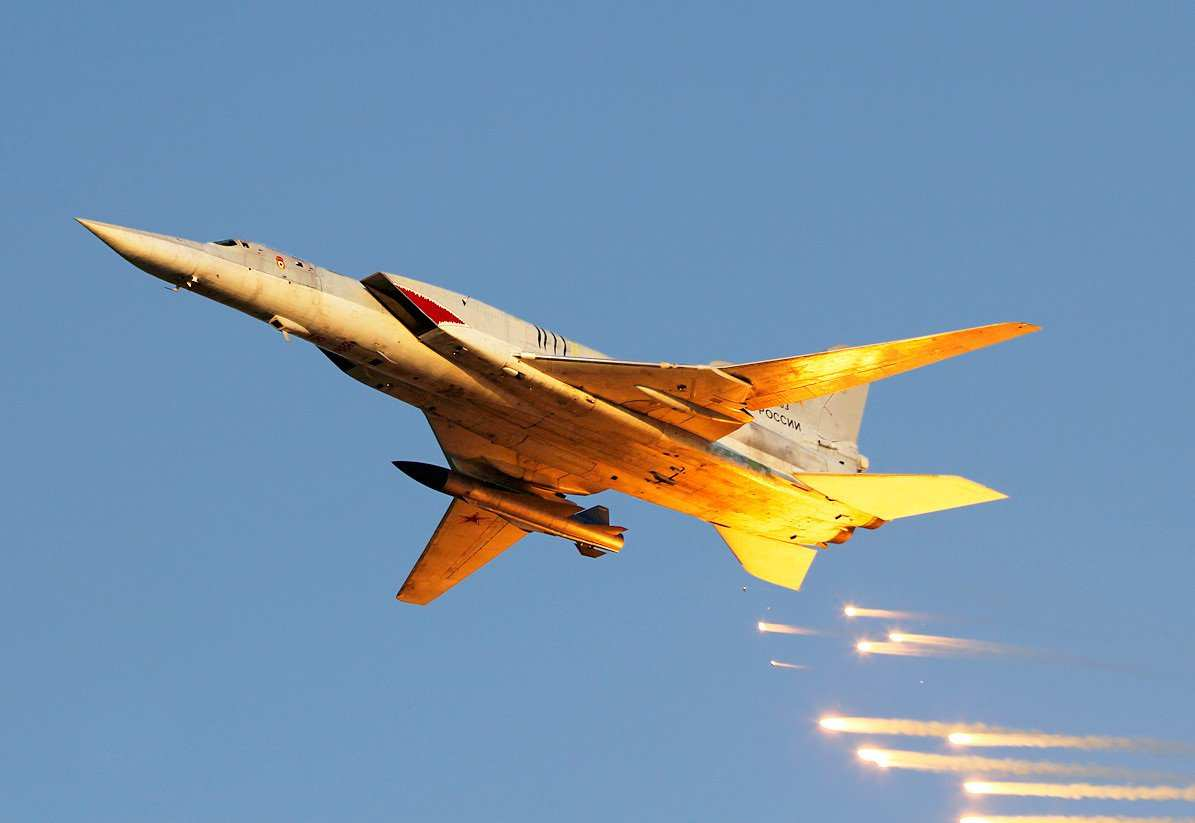 Российские бомбардировщики и подлодка «Колпино» нанесли удар по ИГИЛ в Сирии | Русская весна