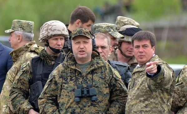 Турчинов недоволен темпами строительства несокрушимых бастионов | Русская весна