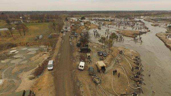 «Это даже не Гондурас. Это Судан», — украинский журналист о незаконной добыче янтаря на Волыни (ФОТО) | Русская весна