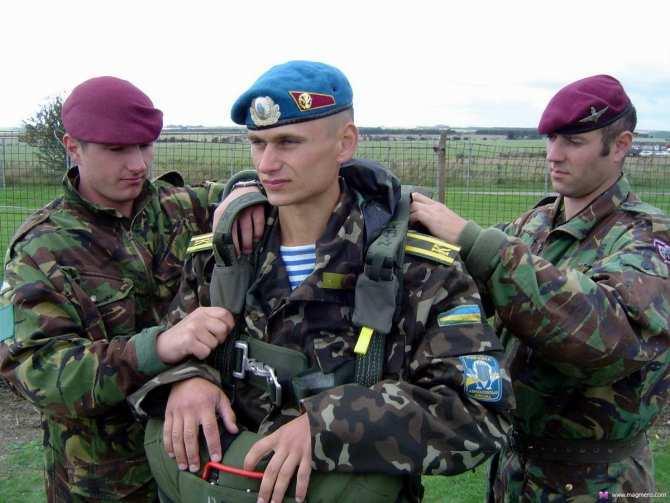 Клетка захлопнулась: мужчины теперь могут пересекать границу лишь по справке военкомата о том, что они не подлежат мобилизации (видео) | Русская весна