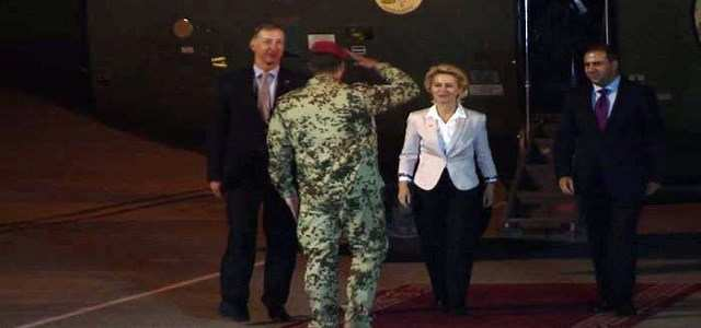 Министр обороны Германии посетила тренировочный лагерь курдского ополчения Пешмерга (ВИДЕО) | Русская весна