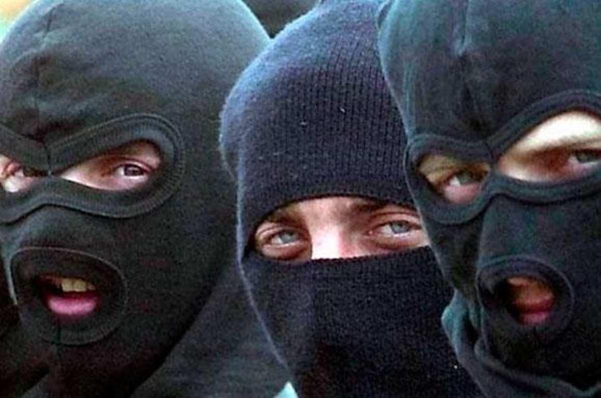 Будни Украинского Государства: Экстремисты в балаклавах устроили погром на Волынской таможне (ФОТО) | Русская весна