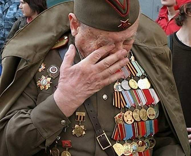 ДНР выплатит помощь ветеранам с оккупированных территорий и привезёт их на парад в Донецк | Русская весна