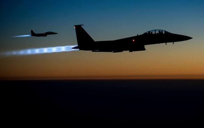 Российская авиация наносит удары по ИГИЛ в провинции Хама - новое ВИДЕО | Русская весна