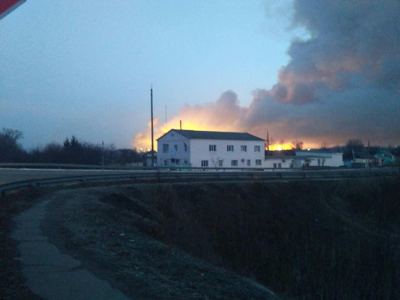 «Горит треть арсенала», — Полторак о пожаре на военном складе (+ВИДЕО) | Русская весна