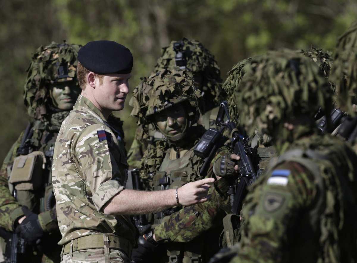 И тут до эстонцев дошло: это они должны гибнуть за американцев, а не наоборот   Русская весна