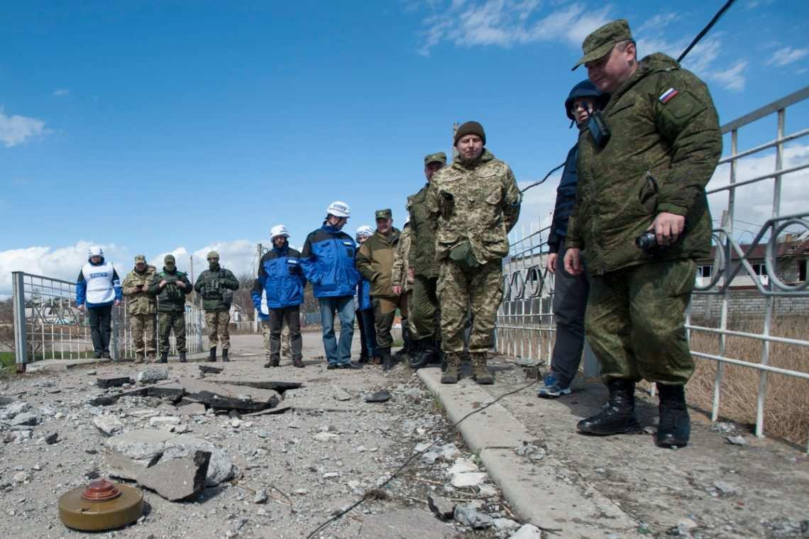 Российские офицеры СЦКК не могут покинуть Донбасс из-за провокаций Украины | Русская весна