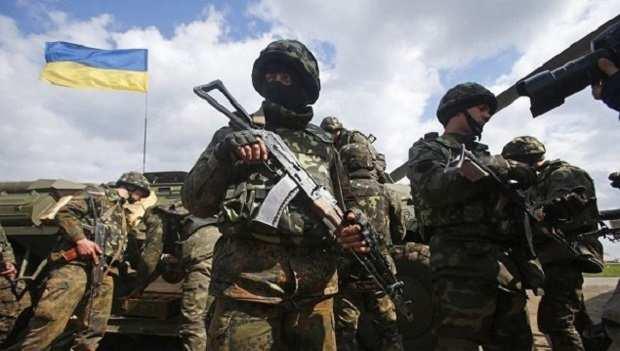 Украинские военные открыли огонь по самолету, пролетевшему над их частью в Балаклее | Русская весна