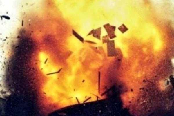 У горящей нефтебазы под Киевом пошел черный дождь | Русская весна