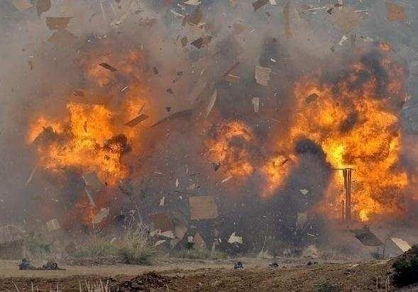 Мощнейший взрыв: автомобиль смертника ИГИЛ взлетел на воздух в Ираке (ВИДЕО) | Русская весна