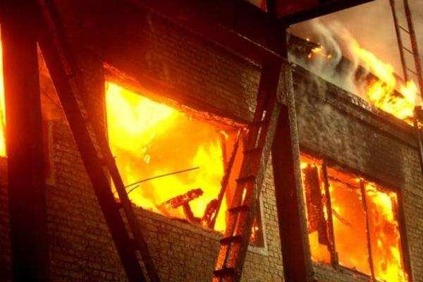Взрыв вжилом доме вЛНР: четверо пострадавших   Русская весна