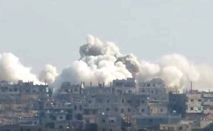 Чудовищные взрывы: ВВССирии нанесли удар бочковыми бомбами пообъектам террористов впровинции Хомс (ВИДЕО) | Русская весна