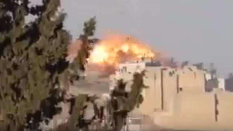 Сирия: объемный взрыв парашютной бомбы (ВИДЕО) | Русская весна