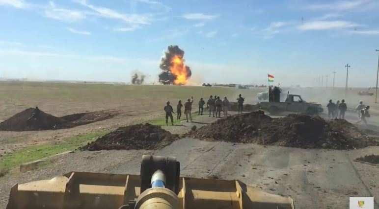 «Глядящие в лицо смерти»: курды еле успели взорвать мчащийся на них автомобиль смертника ИГИЛ (ВИДЕО) | Русская весна