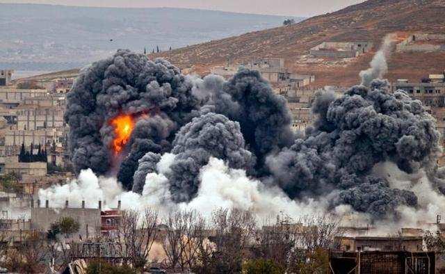 Мощный взрыв: Огромная бомба ВКС РФ испугала боевиков в Сирии (ВИДЕО) | Русская весна