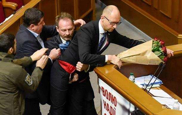 Напавшего на Яценюка нардепа выгнали из фракции Блока Порошенко | Русская весна