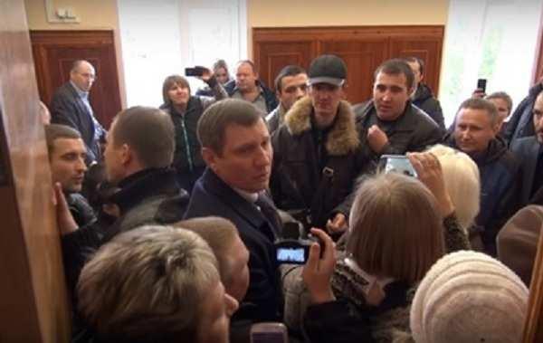 ВСеверодонецке произошло нападение нагорсовет (ВИДЕО 18+) | Русская весна