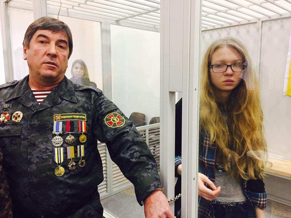 Неонацистка Заверуха в больнице угрожает перерезать горло, если ее повезут в СИЗО (ФОТО) | Русская весна