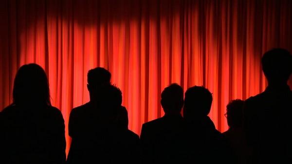 film plutovstvo hvost vilyaet sobakoy dopusk na politicheskuyu kuhnyu 10 Фильм «Плутовство» («Хвост виляет собакой») (1997): Допуск на политическую кухню