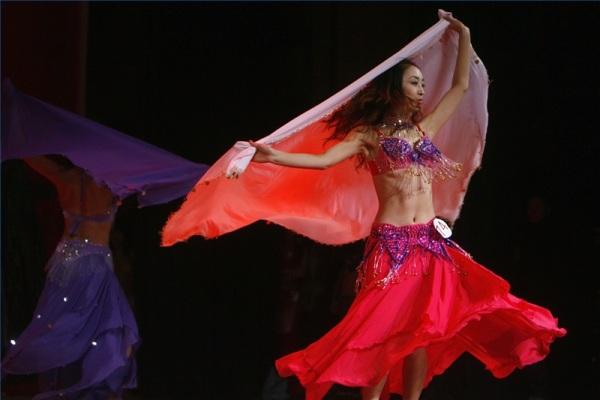 Онлайн-обучение bellydance: волна руками в танце живота