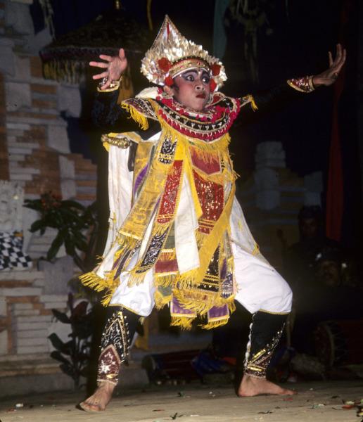 Бари - священный танец воинов на Бали