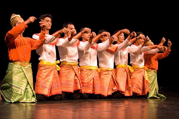 Танец провинции Ачех, в котором танцоры аккомпанируют себе хлопками