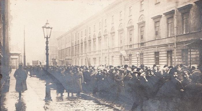 Похоронная процессия жертв революции. Петроград, 1917 год.
