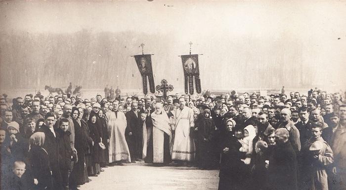 Первая панихида на братской могиле жертв революции.  Петроград,  23 марта 1917 года.