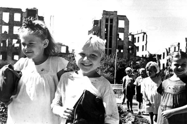 Возрождение Сталинграда начиналось... со школ