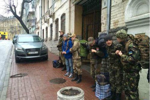 «Правый сектор» собирается бросить на Восточный фронт ударные группы, сформированные из детей и подростков, — украинские СМИ