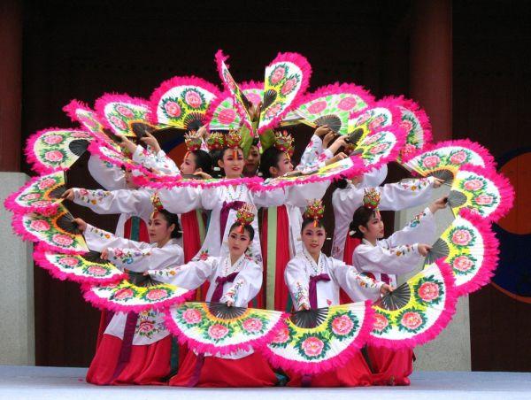 Азиатские народные танцы