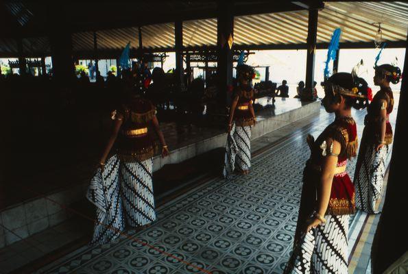Танцовщицы серимпи
