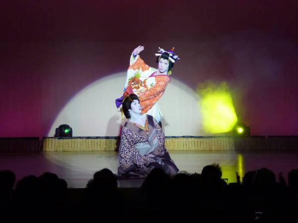 Женский кабуки