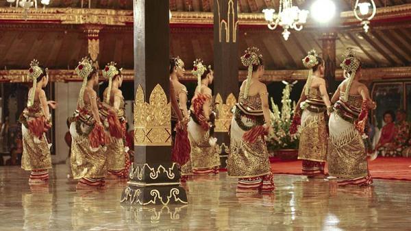 Священный индонезийский танец бедхайя