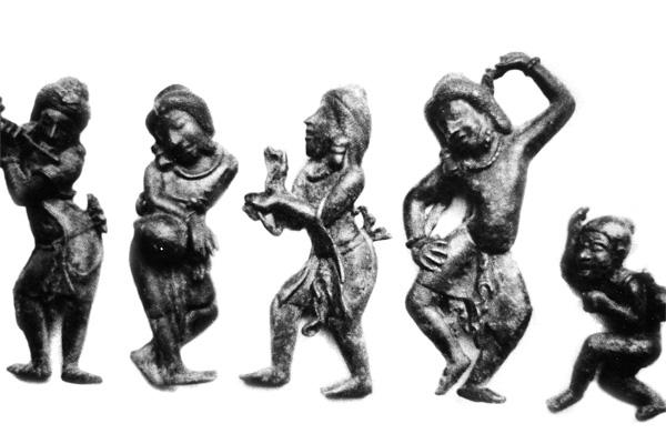Древние бирманские танцоры и музыканты.