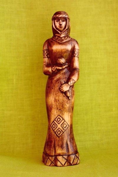 Макошь (мокошь) - богиня у славян-язычников.  (Фотография взята с сервиса Google Картинки)
