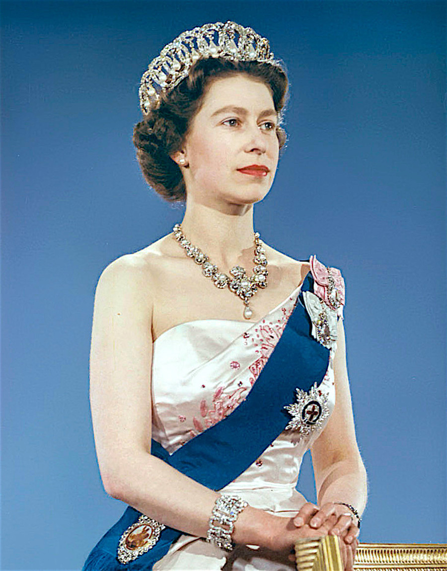 Елизавета II во Владимирской тиаре.
