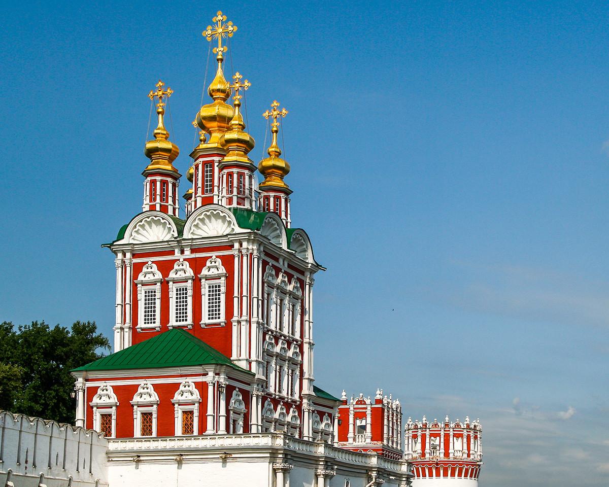 Преображенская надвратная церковь в Новодевичьем монастыре, XVIIвек