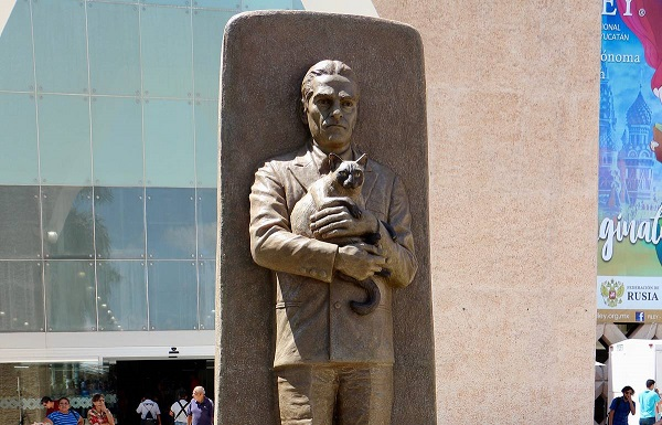 Памятник Юрию Кнорозову в Мексике. <br>