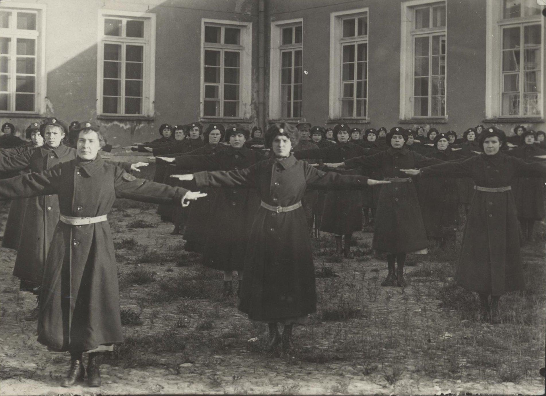 Гимнастические упражнения женской милиции