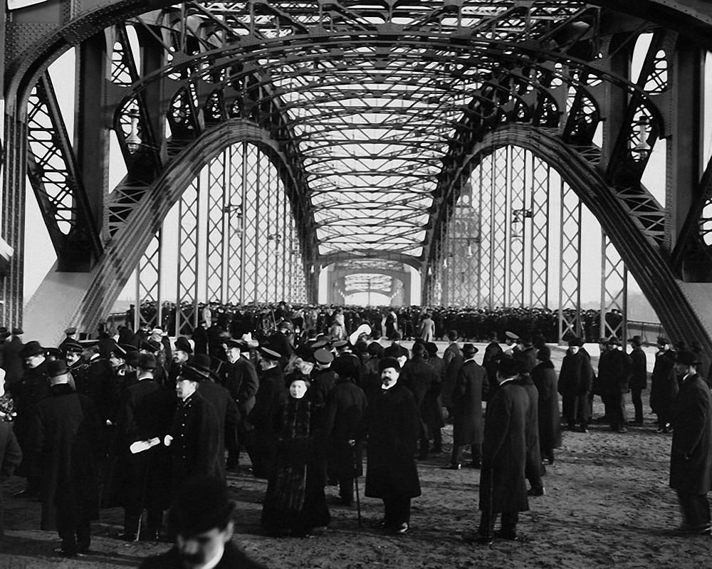 Мост Императора Петра Великого в день его открытия. 1911