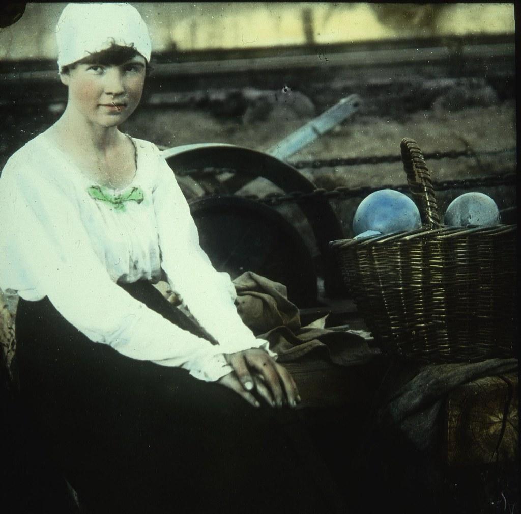 Девушка продает тыквы