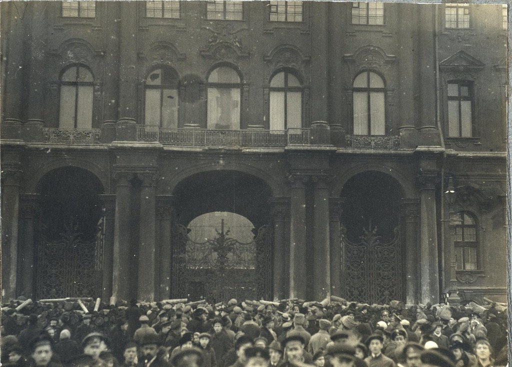 Зимний дворец утром в день его взятия. 26 октября