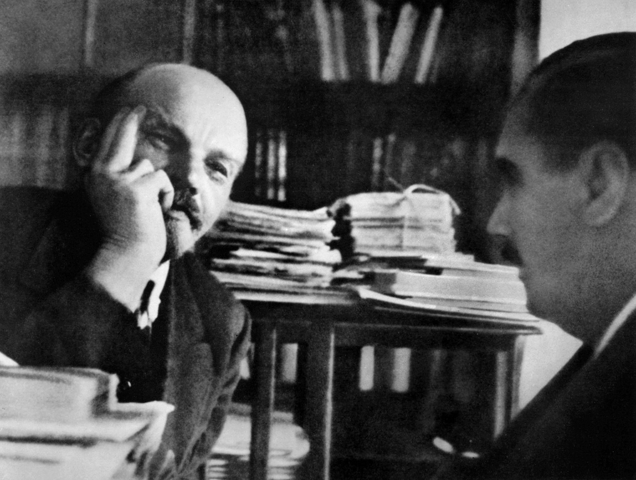 В.И.Ленин в своем кабинете в Кремле с английским писателем Гербертом Уэллсом 6 октября