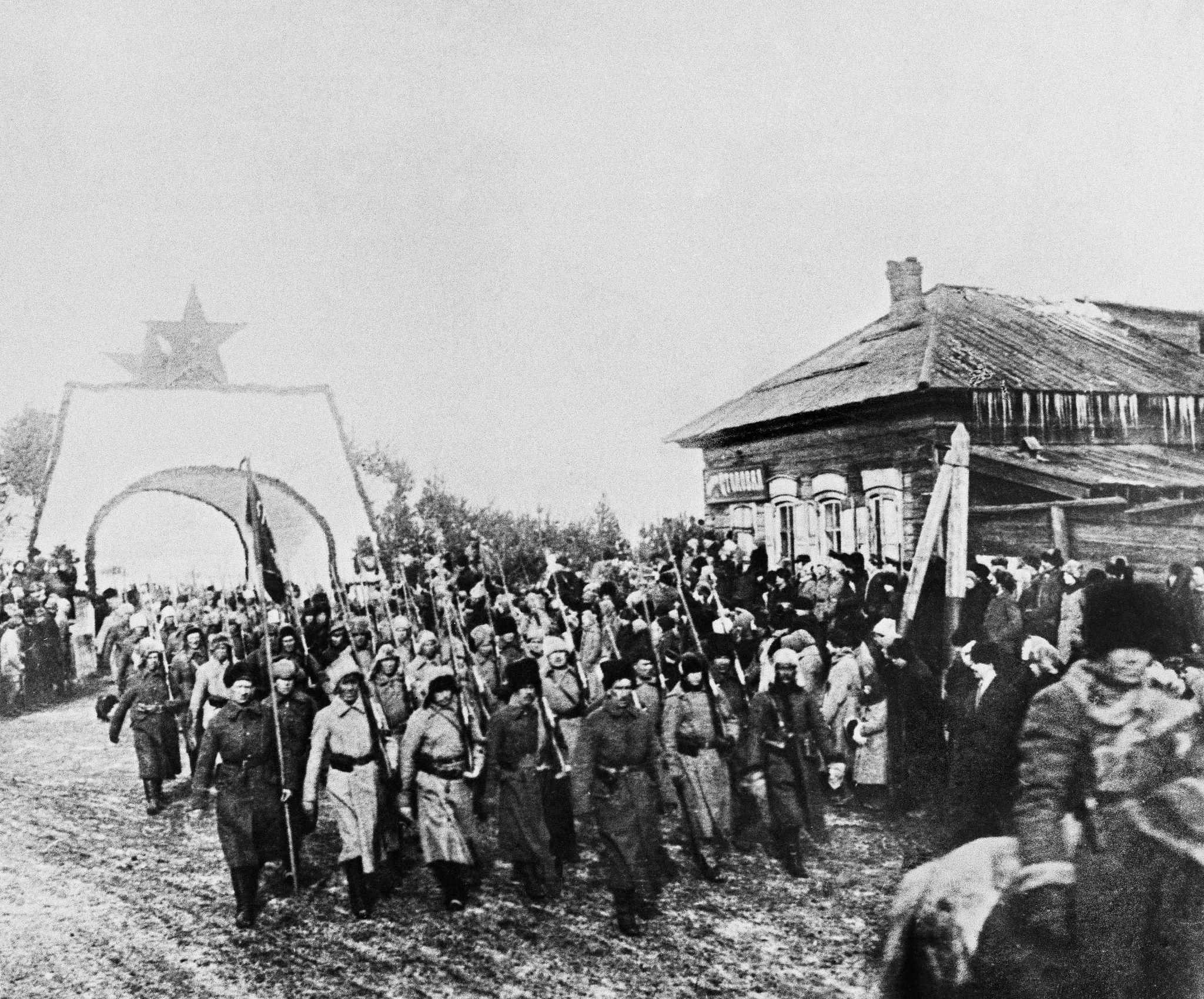 Солдаты 5-й Красной Армии входят в Иркутск