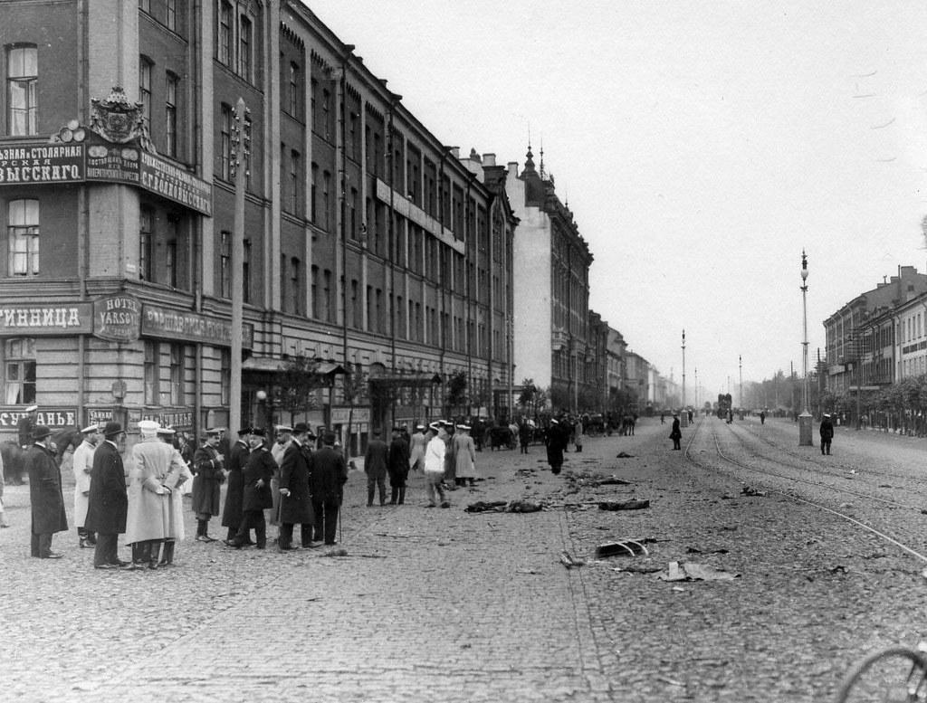 Полиция у места, где был убит министр внутренних дел Вячеслав Константинович фон Плеве. 1904