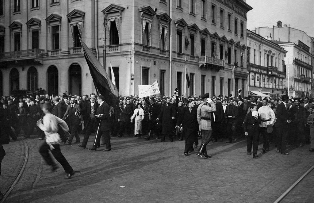 Манифестация по случаю отклонения Сербией ультиматума Австро-Венгрии. 1914