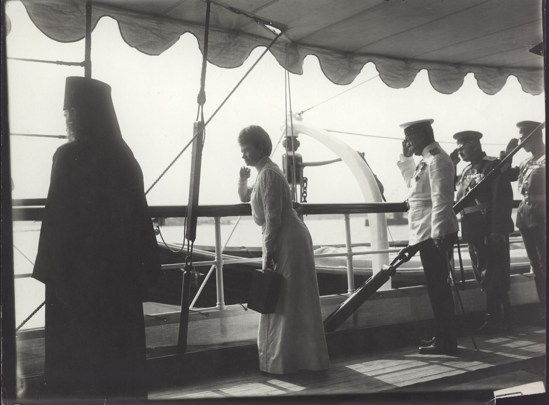 1912. Вдовствующая императрица Мария Фёдоровна на борту яхты «Штандарт» в Шхерах